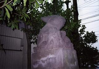 20020626兎の狛犬.JPG